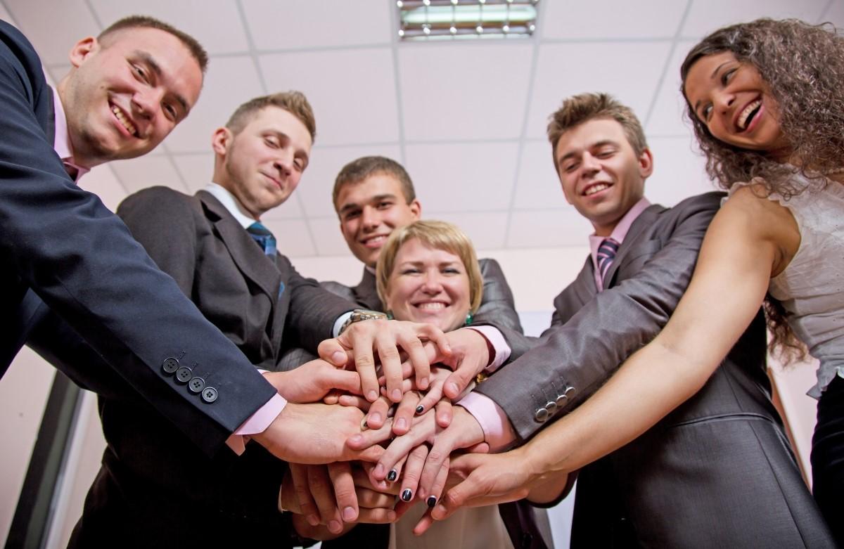 együttműködő csapat a konferencia helyszínen